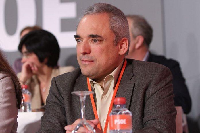 zasca a Rafael Simancas