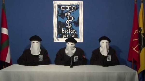 Intelectuales y víctimas piden que ETA esclarezca