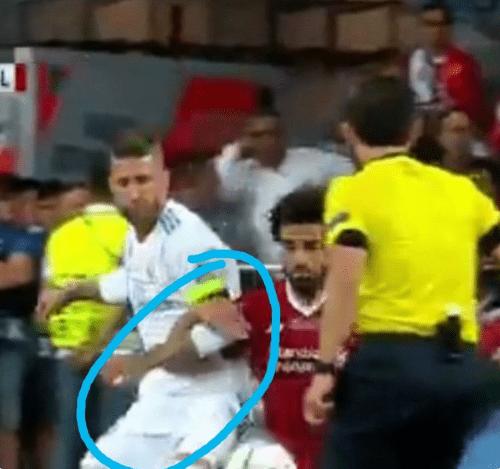 Graves insultos y amenazas en Twitter a Sergio Ramos, Salah