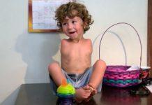 Un niño de 3 años sin brazos es expulsado de un restaurante