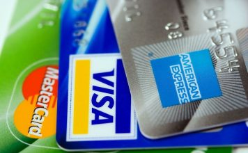 Un juzgado condena a un banco a devolver 6.000 euros a un cliente, tarjeta revolving