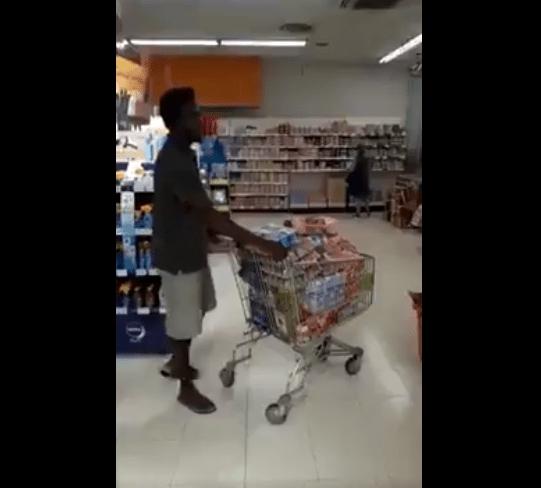 Usuario de Twitter denuncia, compras inmigrantes