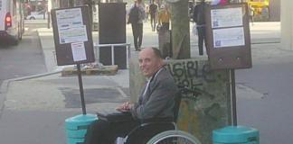 Conductor autobús echa a todos los pasajeros hombre silla de ruedas
