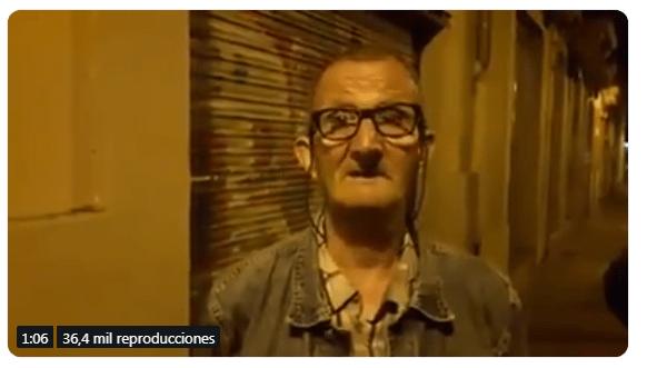 Ada Colau multa con 300 euros a pensionista español que busca en cubos de basura