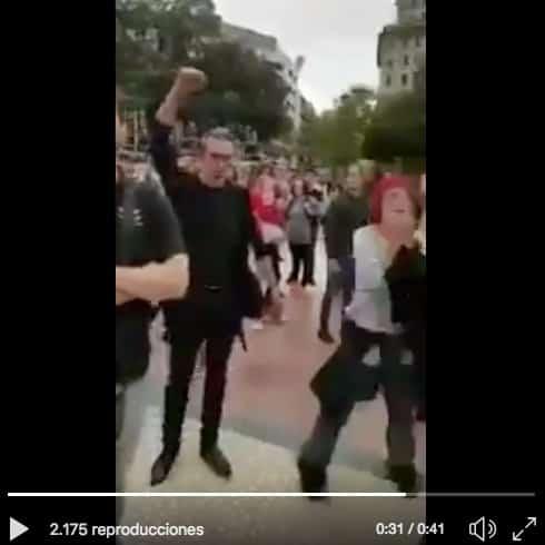reaccionan los separatas al ver una bandera de España