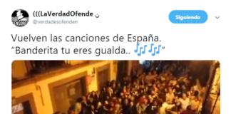 Jóvenes cantando Banderita Sevilla