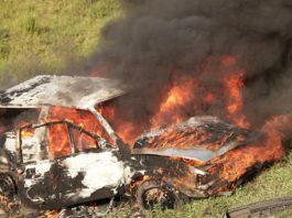 Mujer quema el coche y a él detienen violencia de género
