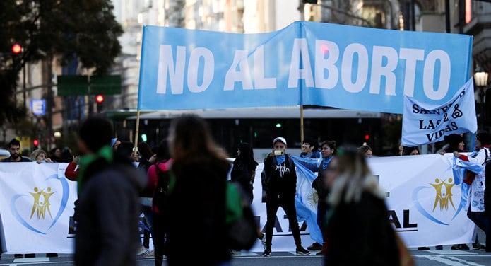 No hay solución democrática en Argentina