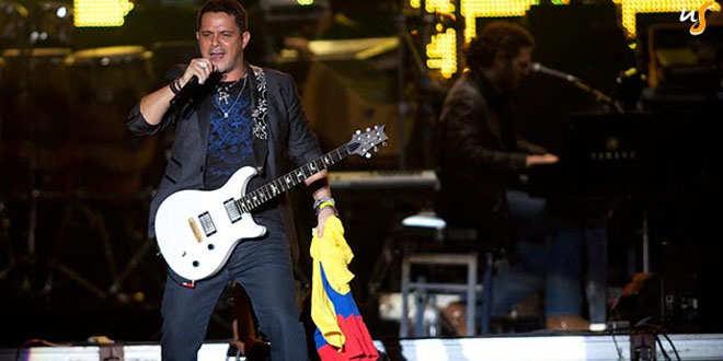 Lo que no es capaz de hacer Pedro Sánchez lo hacen Miguel Bosé y Alejandro Sanz