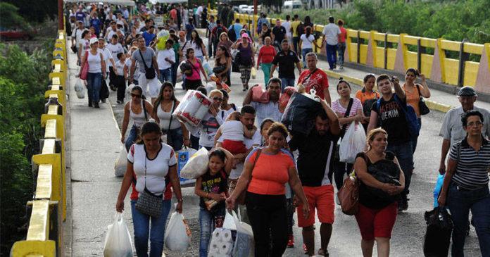 Unas 5000 personas al día emigran de Venezuela