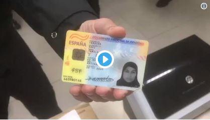 Así falsifica el DNI una musulmana para entrar en España