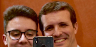 Pablo Casado mensaje móvil