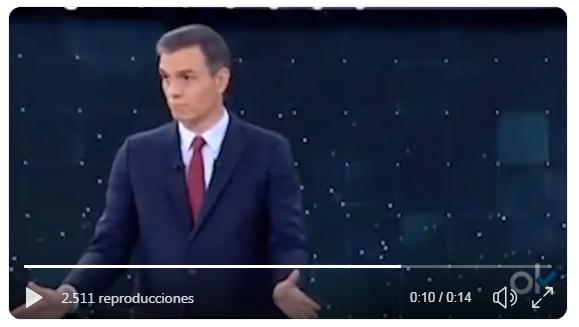 Pedro Sánchez cazado por las cámaras dando órdenes al moderador del debate de TVE
