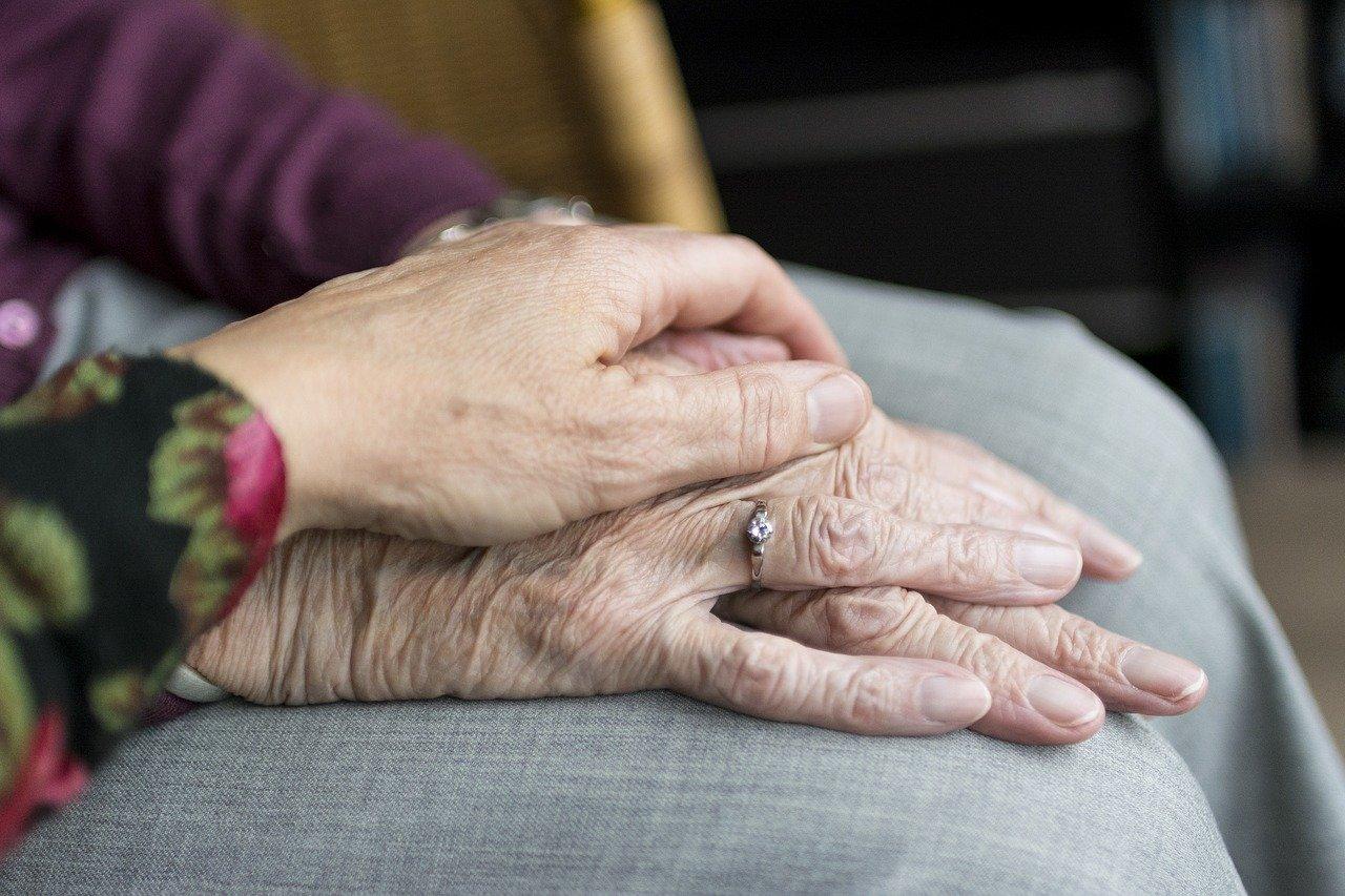 Tragödie in Spanien: 761 ältere Menschen starben in einer Woche in Pflegeheimen, die meisten von ihnen, nachdem sie geimpft worden waren