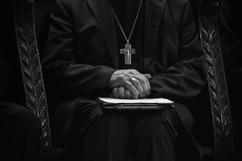 """Neun katholische Bischöfe und große Finanziers sterben in einer einzigen Woche, was für """"seltsame"""" Dinge doch in letzter Zeit passieren"""