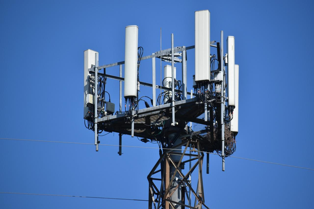 https://www.eldiestro.es/wp-content/uploads/2021/10/cell-tower-g07fc83884_1280.jpg
